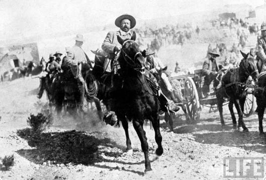 LIFE_PanchoVilla_with_men_in_Torreon