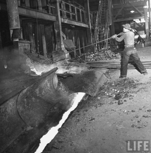LIFE_smelter_worker_in_plant_1943