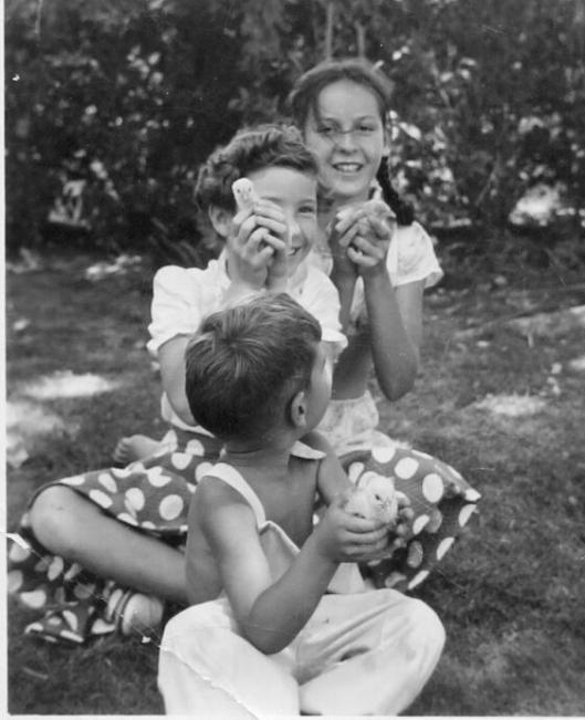 The Wildman children, Horatio, Jr., Yola and Helen