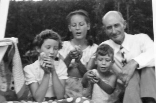 Horatio Wildman, Sr. with his children, Yola, Helen and Horatio, Jr.